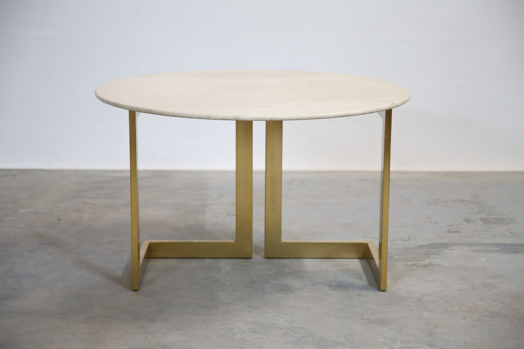 vintage italian travertine round dining table 1970s for sale at pamono. Black Bedroom Furniture Sets. Home Design Ideas