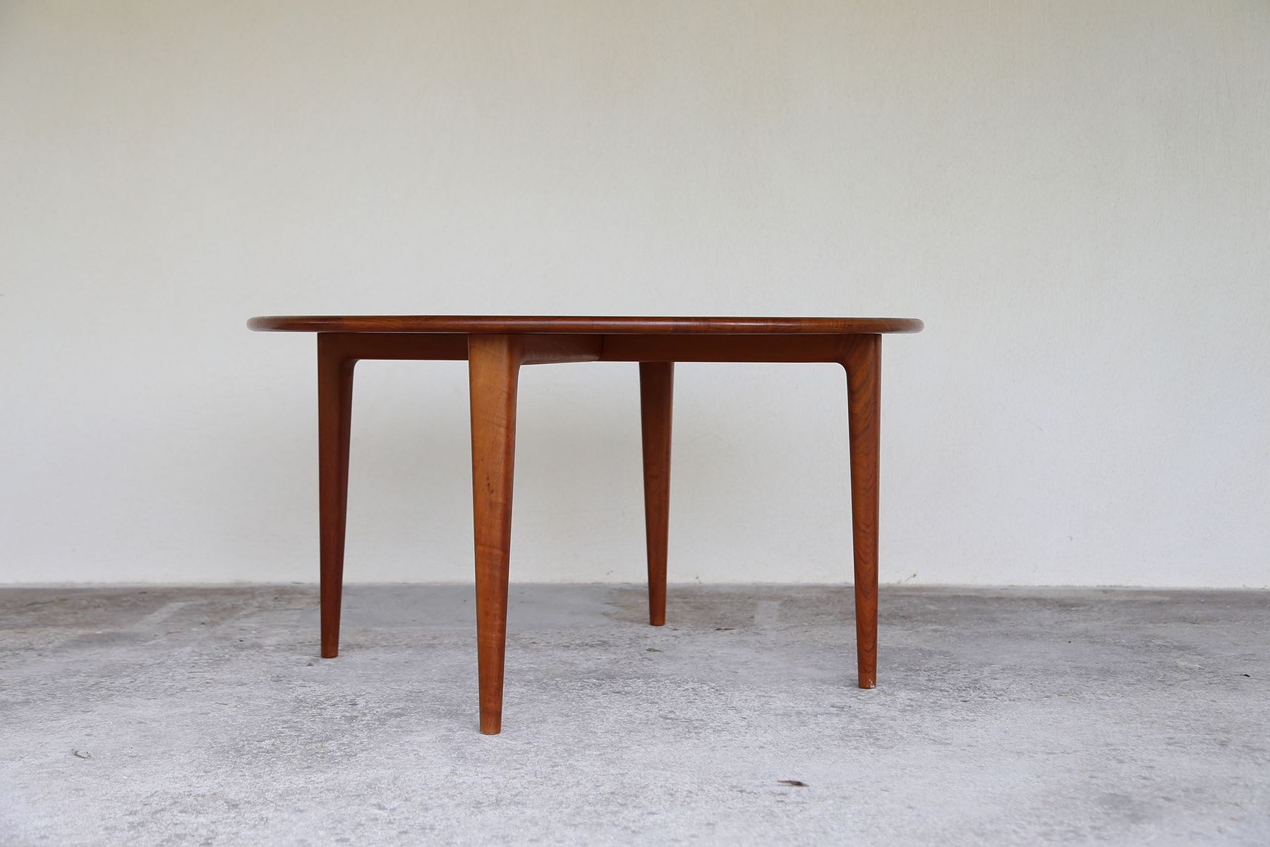 round scandinavian coffee table, 1960s for sale at pamono