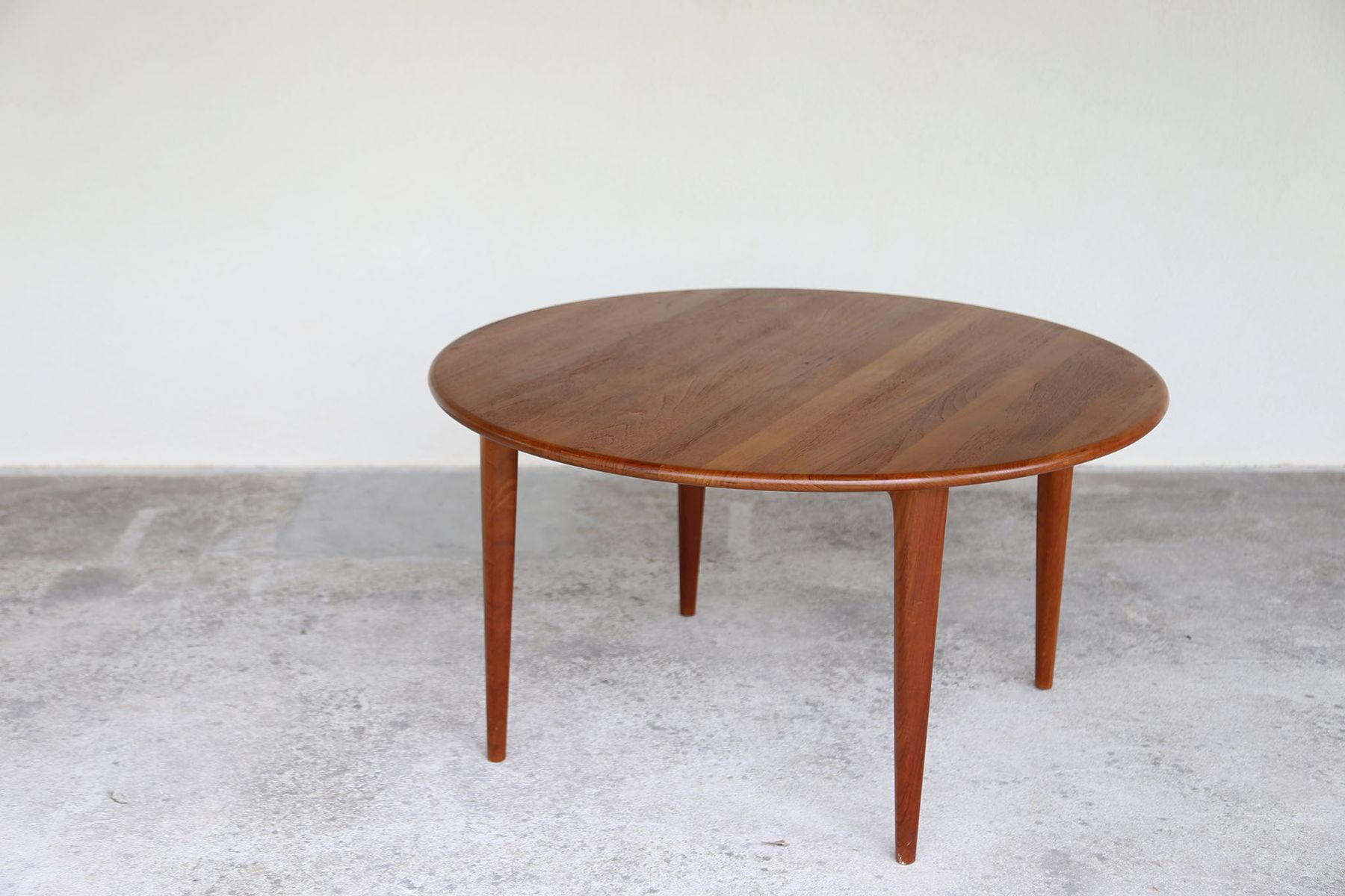 round scandinavian coffee table 1960s for sale at pamono. Black Bedroom Furniture Sets. Home Design Ideas