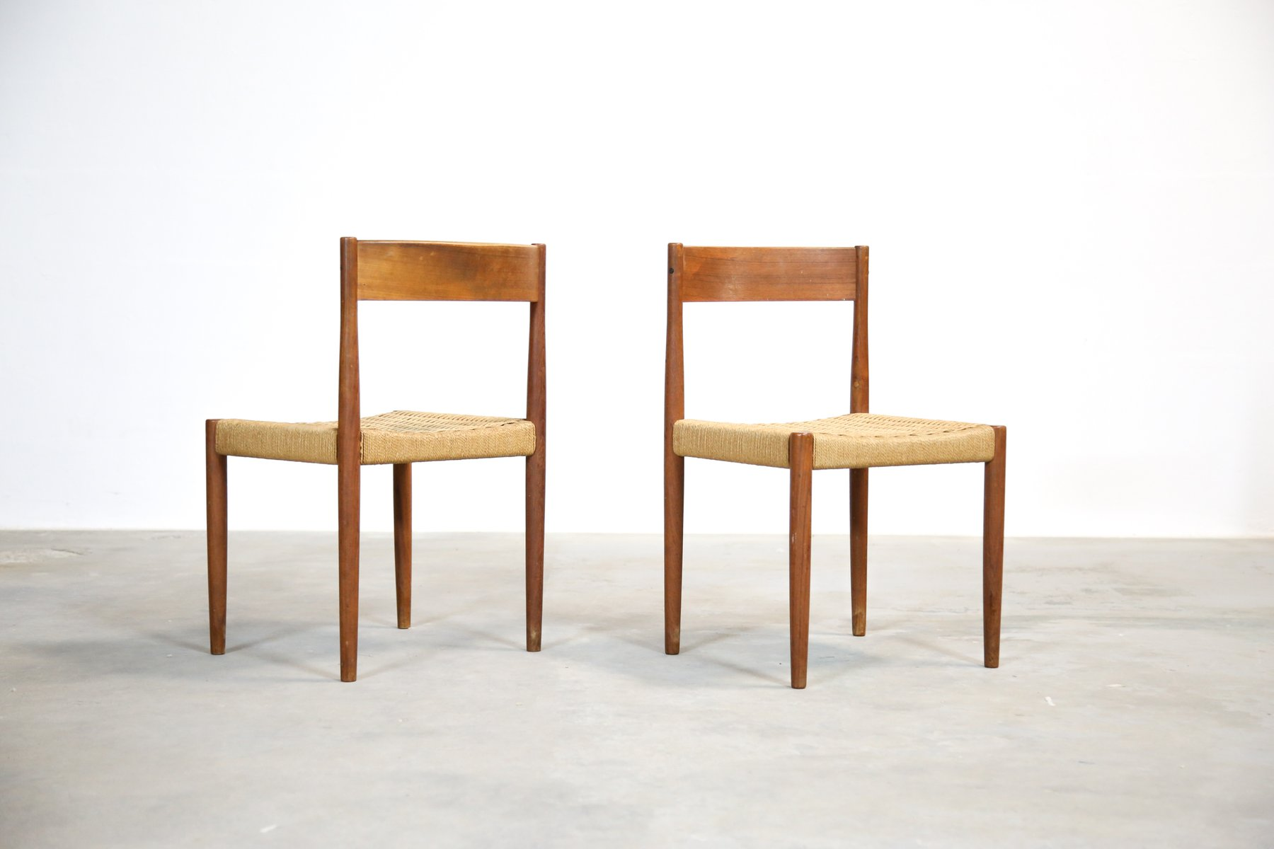 d nische teak st hle mit geflochtenen sitzen 1960er 2er set bei pamono kaufen. Black Bedroom Furniture Sets. Home Design Ideas