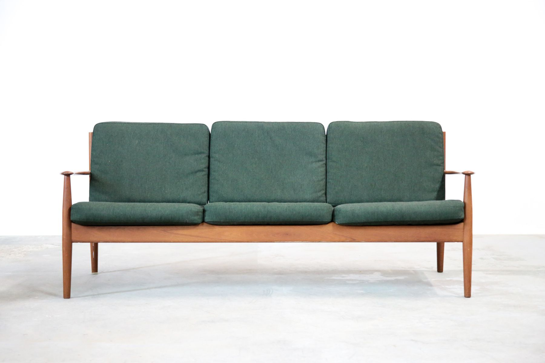 gr nes teak sofa von grete jalk f r france s n bei pamono kaufen. Black Bedroom Furniture Sets. Home Design Ideas