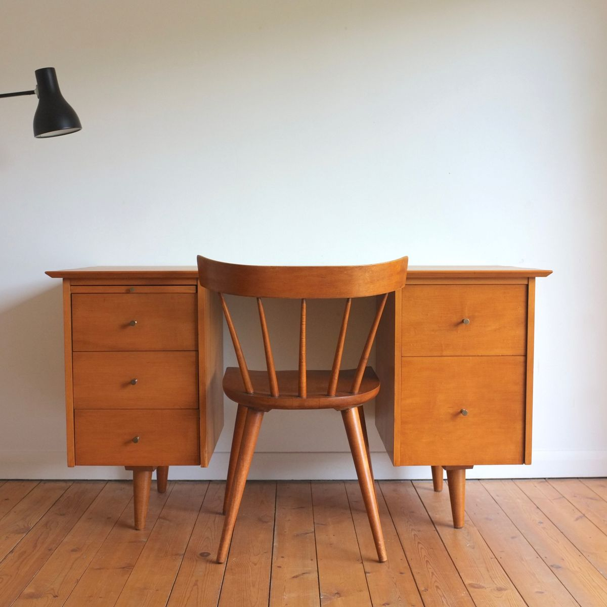 Model 1561 Maple Desk By Paul McCobb For Winchendon Furniture, 1950s