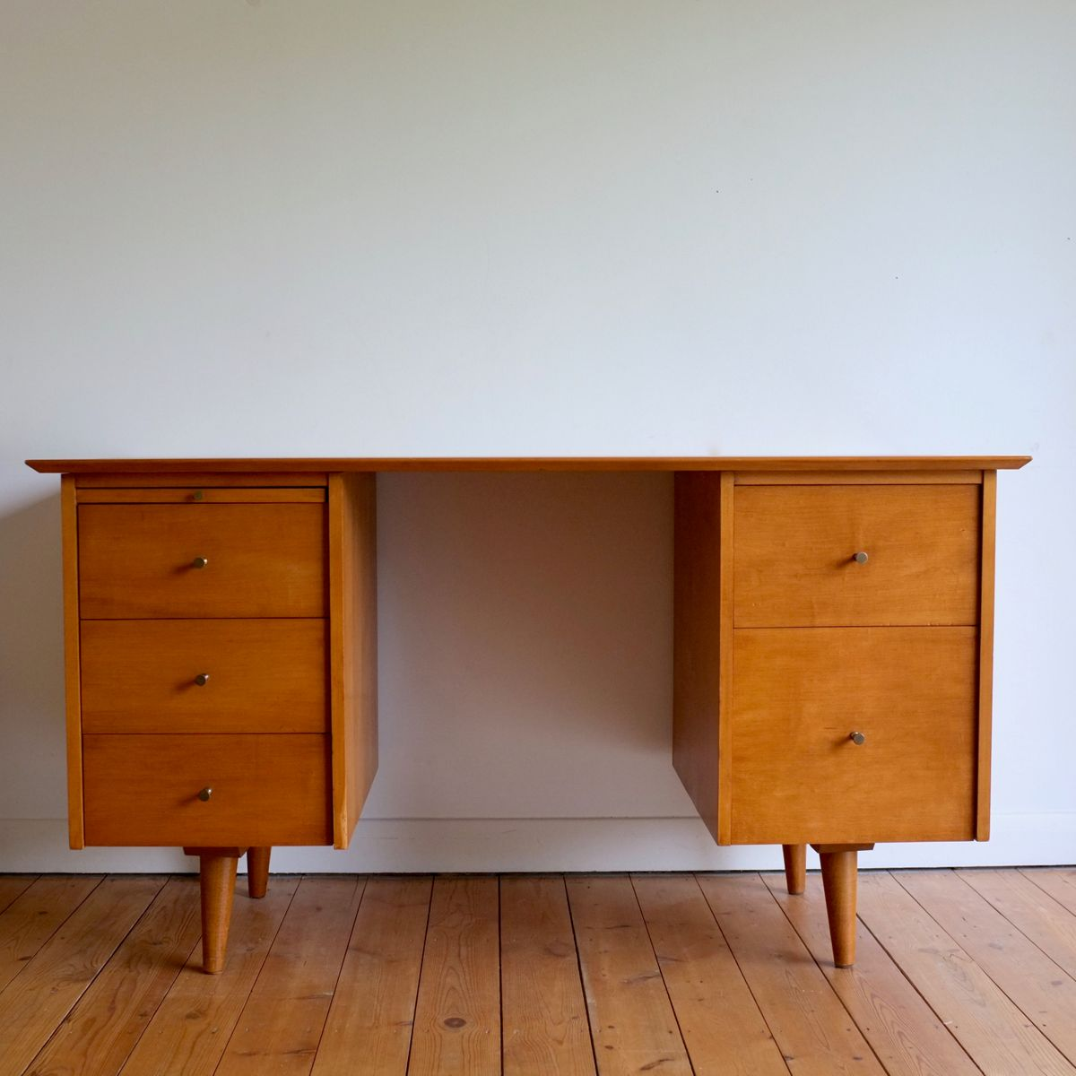 Model 1561 maple desk by paul mccobb for winchendon for Furniture 1950