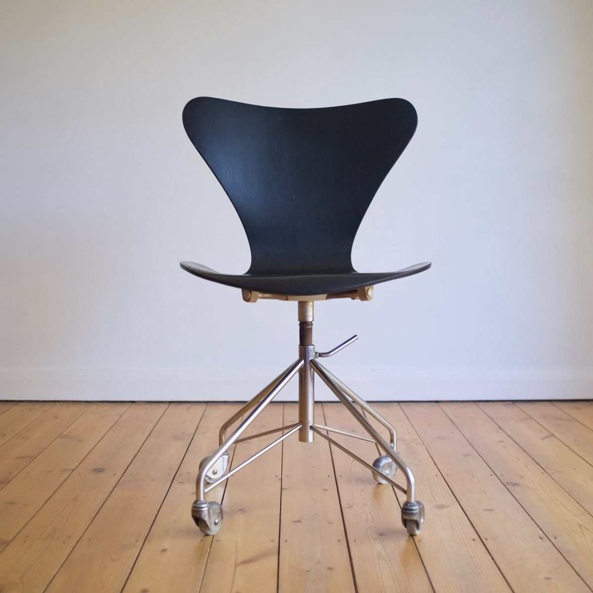 3117 office chair by arne jacobsen for fritz hansen 1967 for sale at pamono. Black Bedroom Furniture Sets. Home Design Ideas