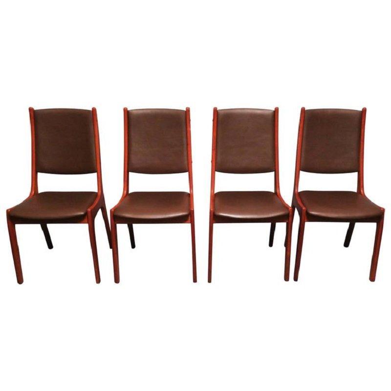 Chaises de salon en cuir et en teck par kai kristiansen for Chaise cuir salon
