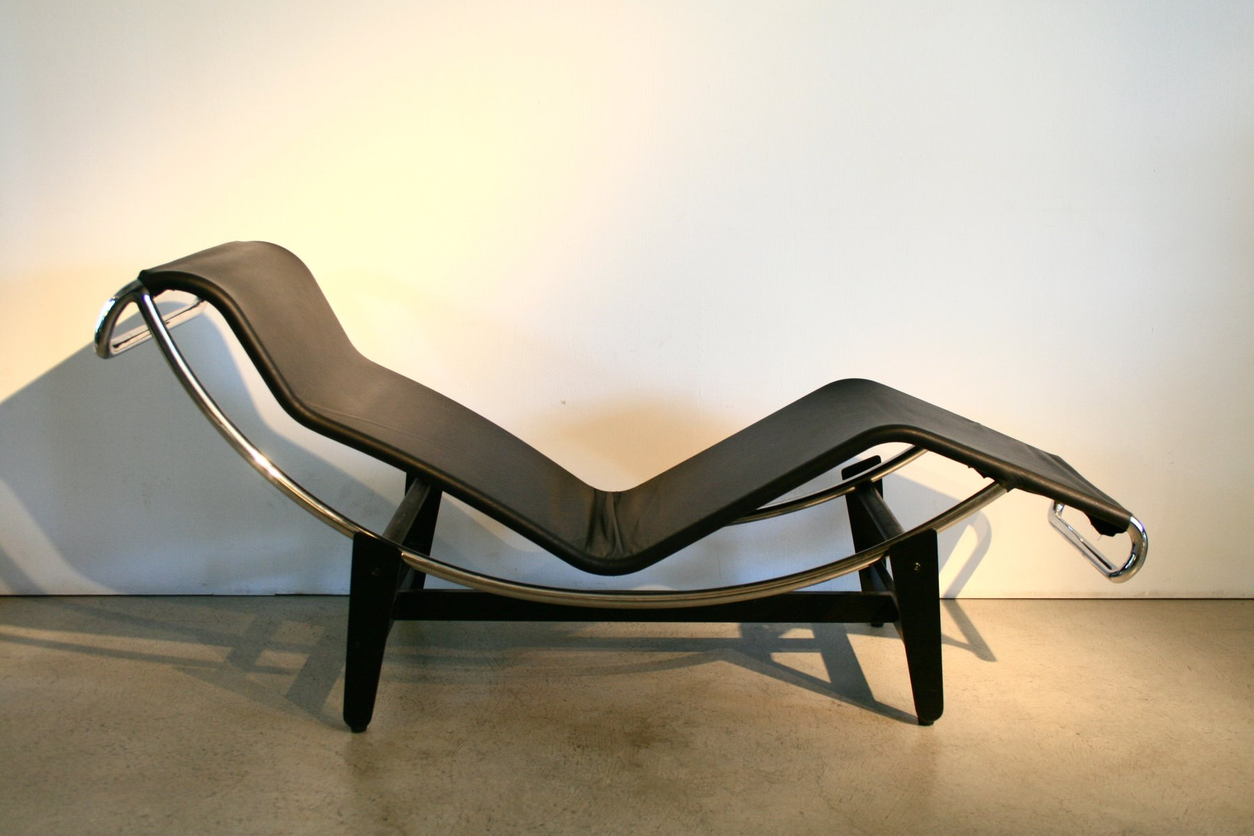Vintage corbusier chair - Vintage Lc4 Lounge Chair By Le Corbusier For Wohnbedarf 1950s