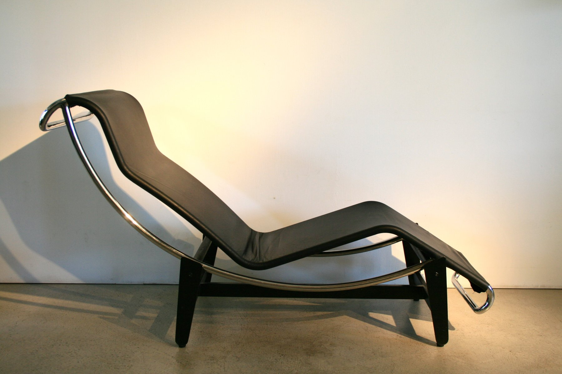 Vintage LC4 Lounge Chair by Le Corbusier for Wohnbedarf 1950s for