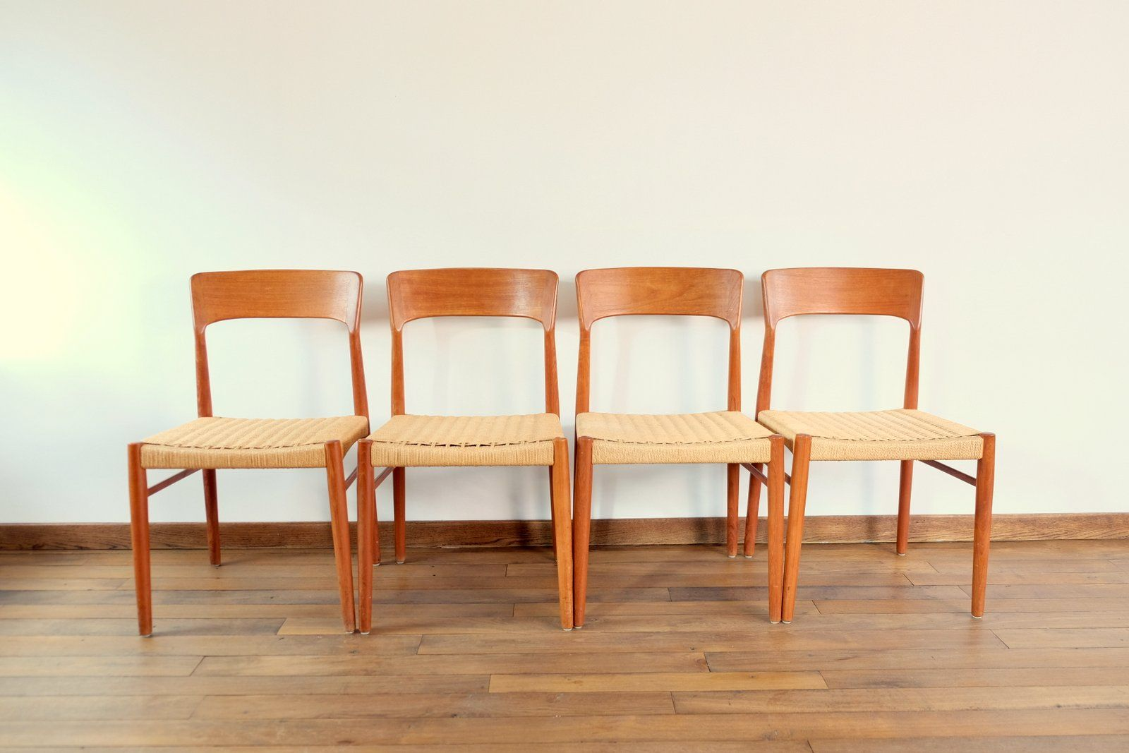 Mid century vintage dining chairs set of 4 for sale at pamono for Classic mid century chairs