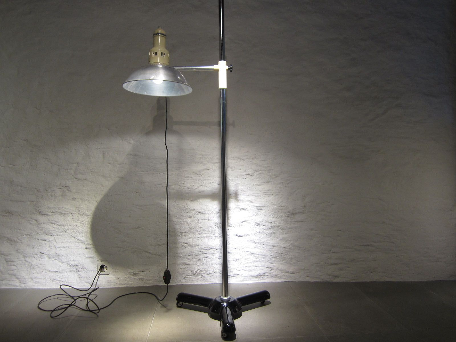 Large vintage former medical floor lamp from calorex for for Giant retro floor lamp the range