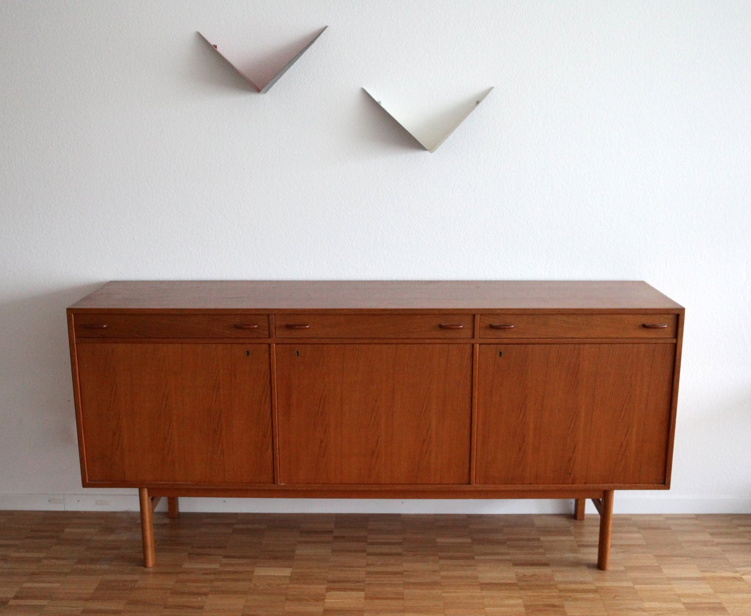 danish mid century modern teak sideboard for sale at pamono. Black Bedroom Furniture Sets. Home Design Ideas