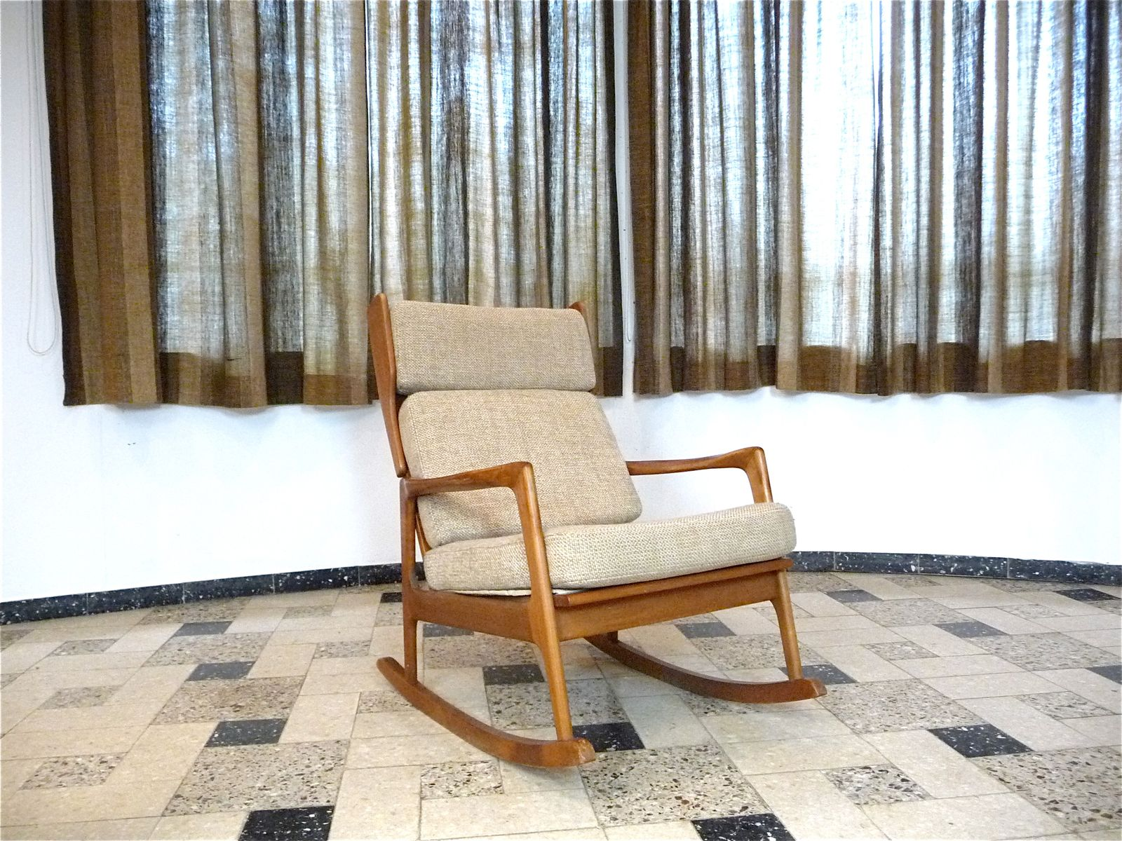 Solid wooden rocking chair 1960s for sale at pamono for Schaukelstuhl outdoor holz