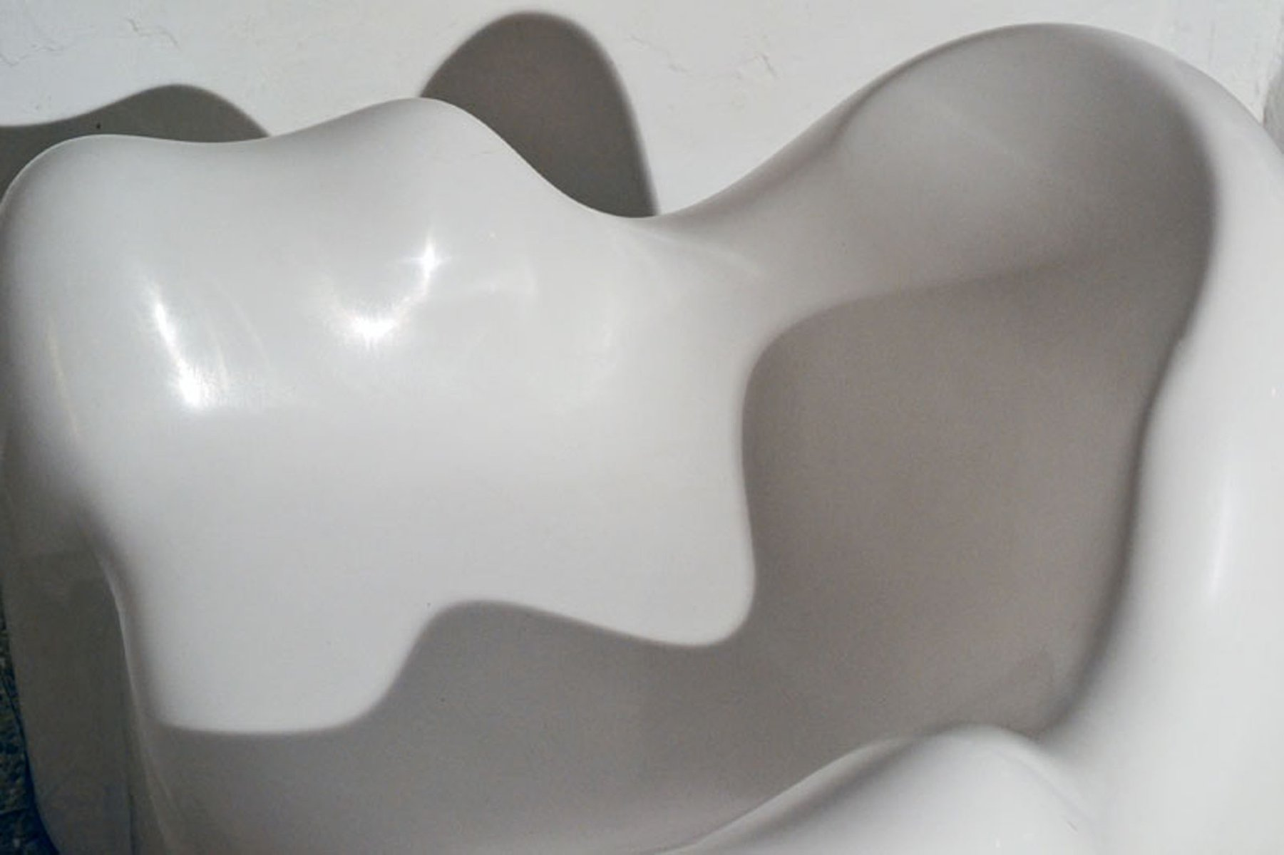 American Molar Shaped Fiberglass Chair from Wendell Castle 1960s