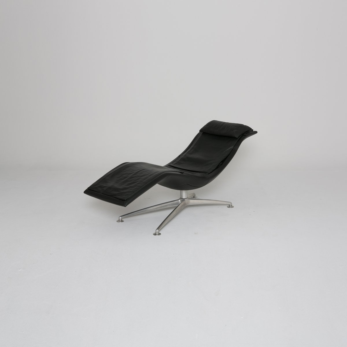 larus chaise longue from poltrona frau 2001 for sale at