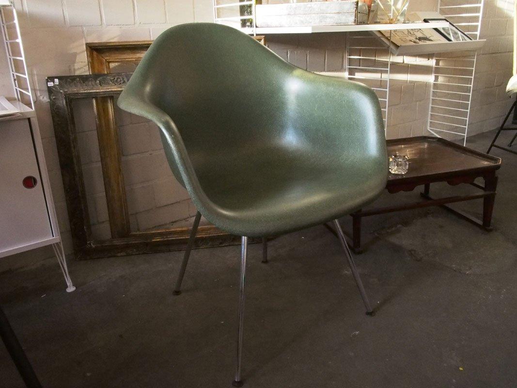 gr ner vintage fiberglas stuhl von charles ray eames f r. Black Bedroom Furniture Sets. Home Design Ideas