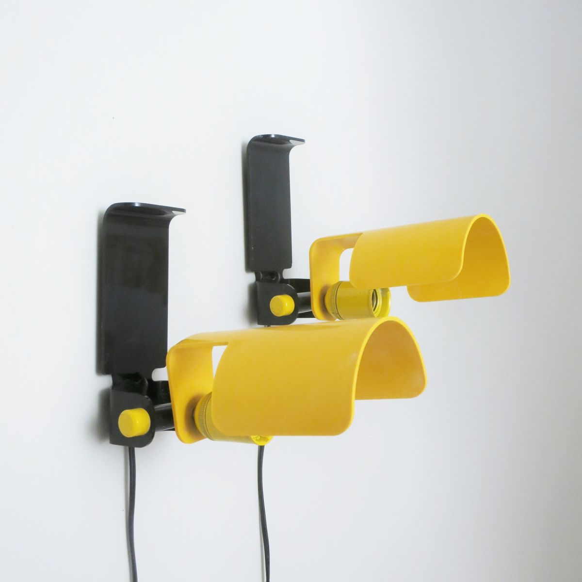 Yellow Wall Lamps : Yellow Wall Lamps by D. Galizzi for Lamperti, 1970s, Set of 2 for sale at Pamono