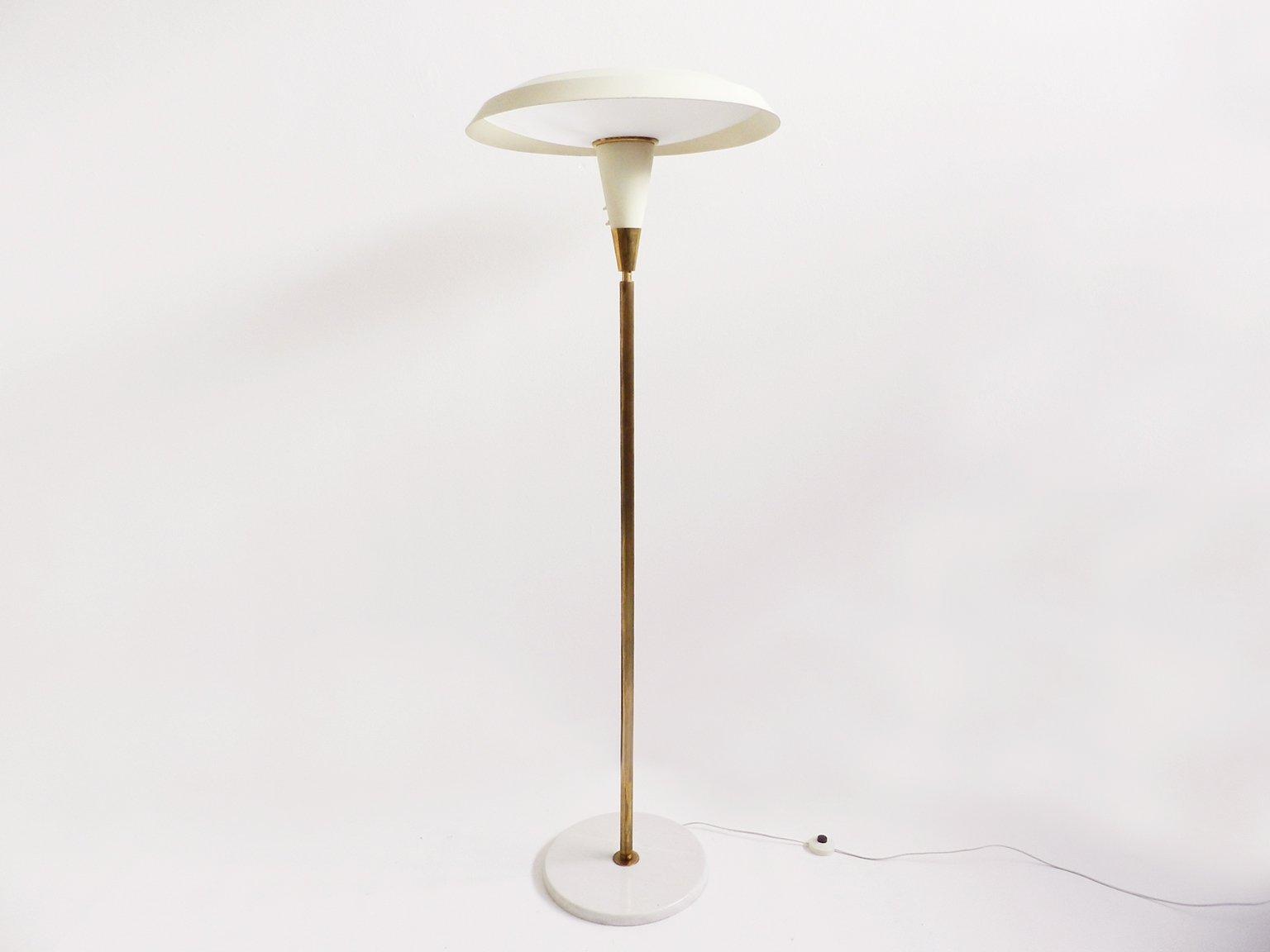 wei e vintage mid century stehlampe bei pamono kaufen. Black Bedroom Furniture Sets. Home Design Ideas