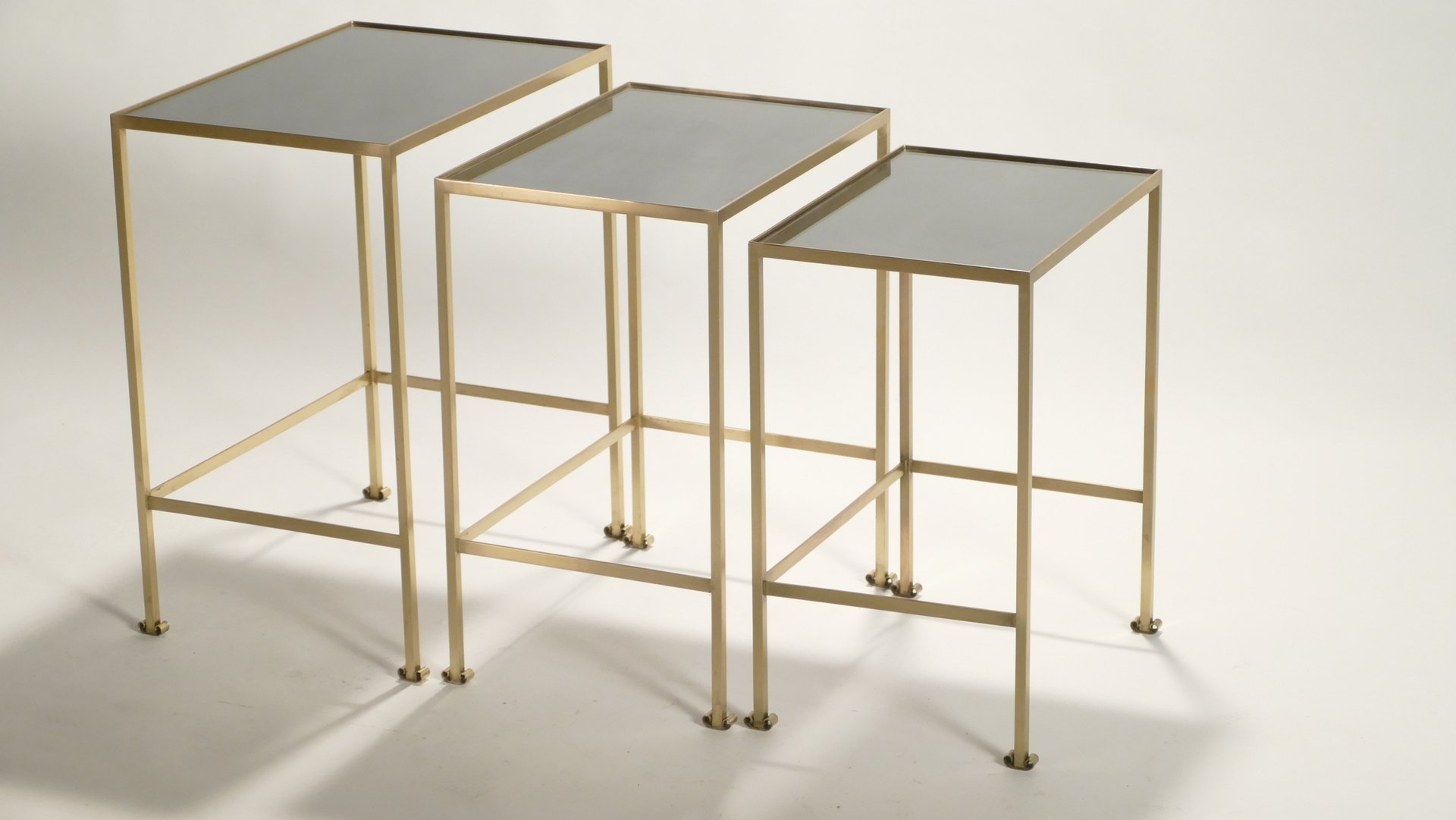 Tables gigogne en laiton 1960s en vente sur pamono for Cie 85 table 4