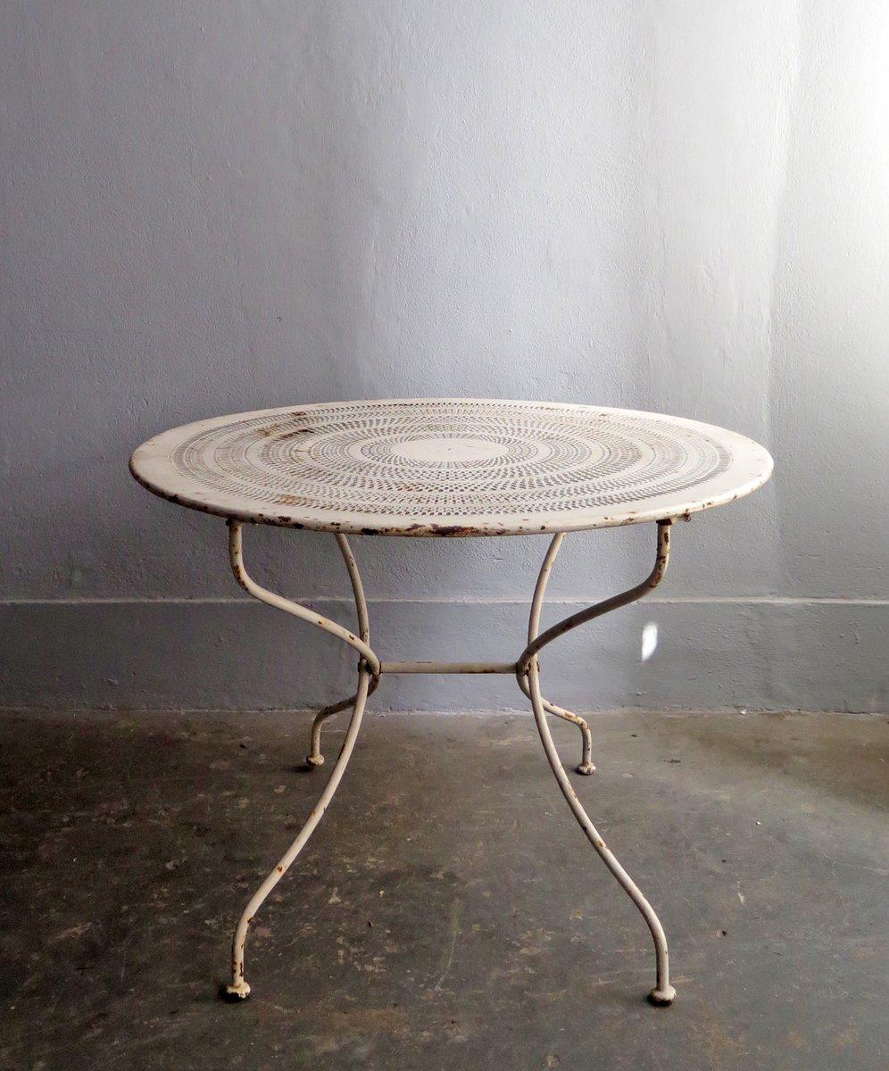 vintage gartentisch aus wei em perforiertem metall bei pamono kaufen. Black Bedroom Furniture Sets. Home Design Ideas