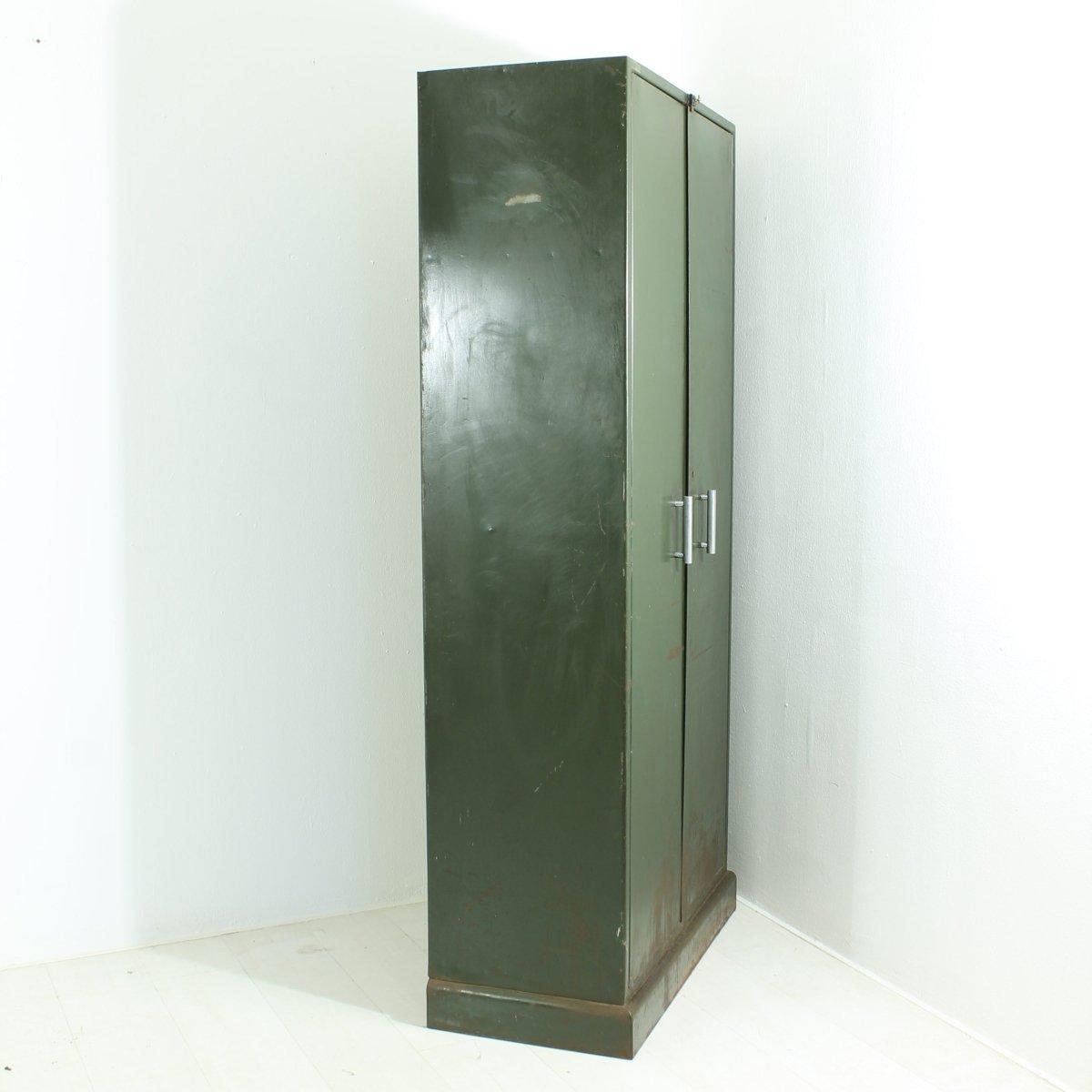 dunkelgrauer industrie schrank aus metall 1930er bei pamono kaufen. Black Bedroom Furniture Sets. Home Design Ideas