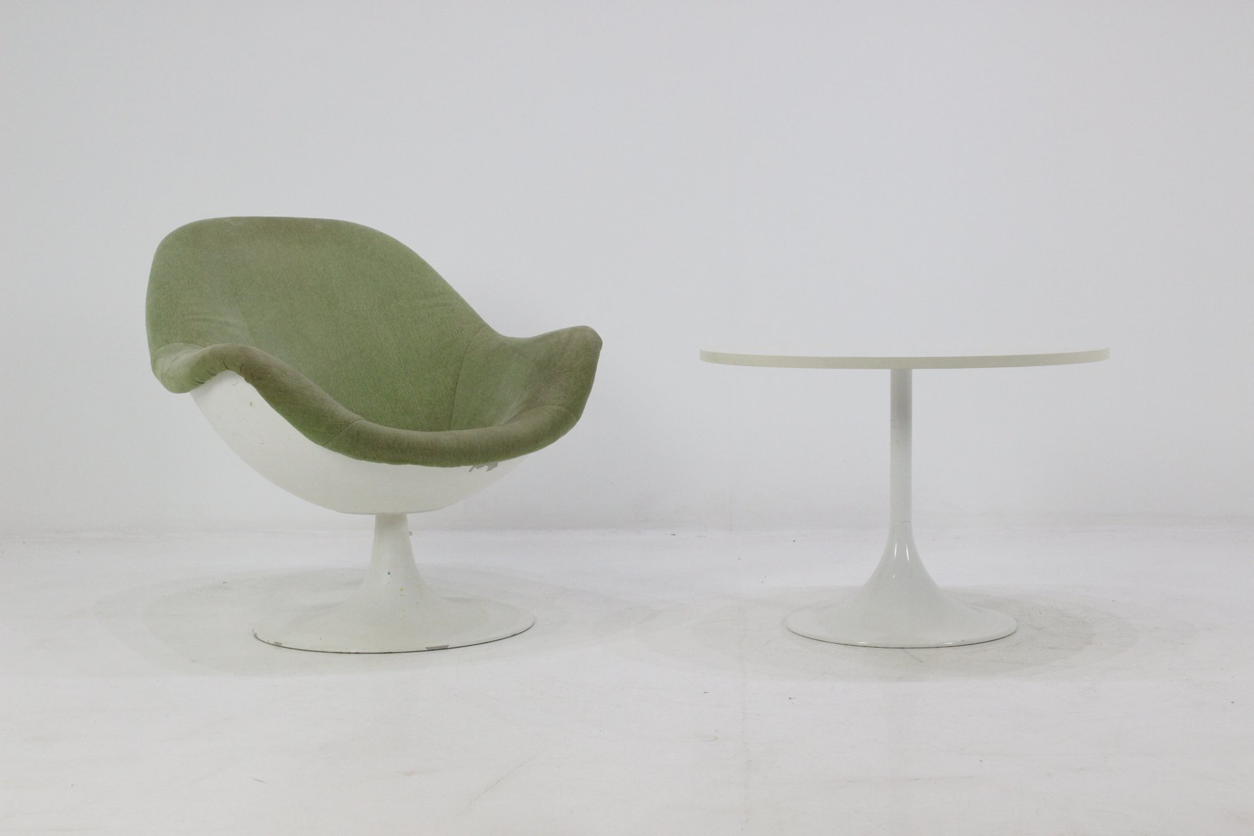 Mid Century Tulip Chair and Table 1960s for sale at Pamono