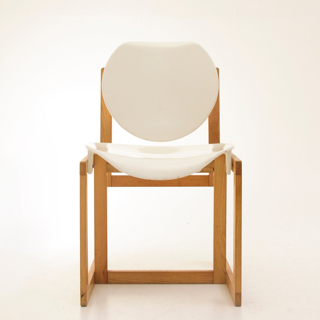 White plastic folding chairs - Vintage Italian Wood And White Plastic Chair 1970s