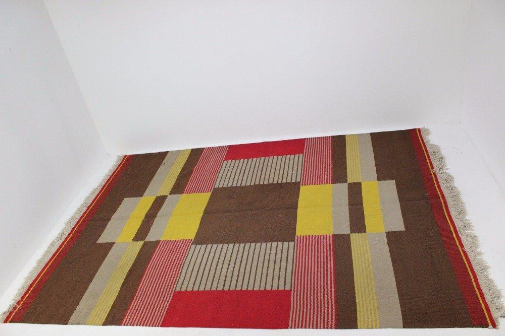 gro er moderner geometrischer teppich von antonin kybal. Black Bedroom Furniture Sets. Home Design Ideas