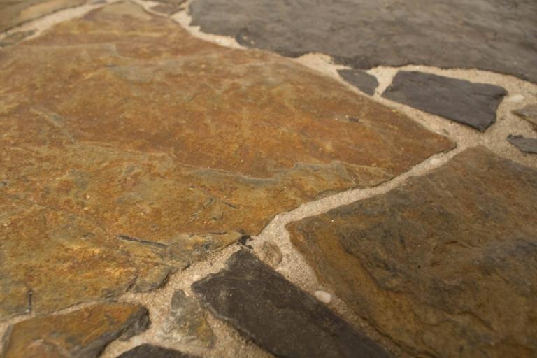 Brutalistischer Couchtisch mit Steinplatte bei Pamono kaufen