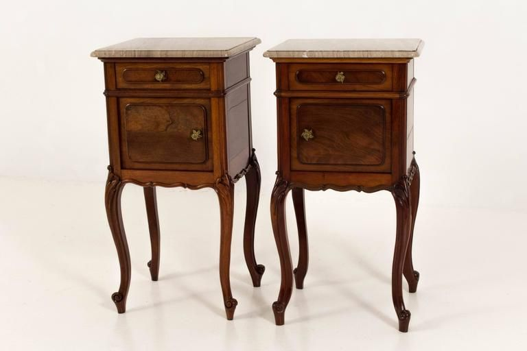 tables de chevet louis xiv avec dessus en marbre d 39 origine set de 2 en vente sur pamono. Black Bedroom Furniture Sets. Home Design Ideas