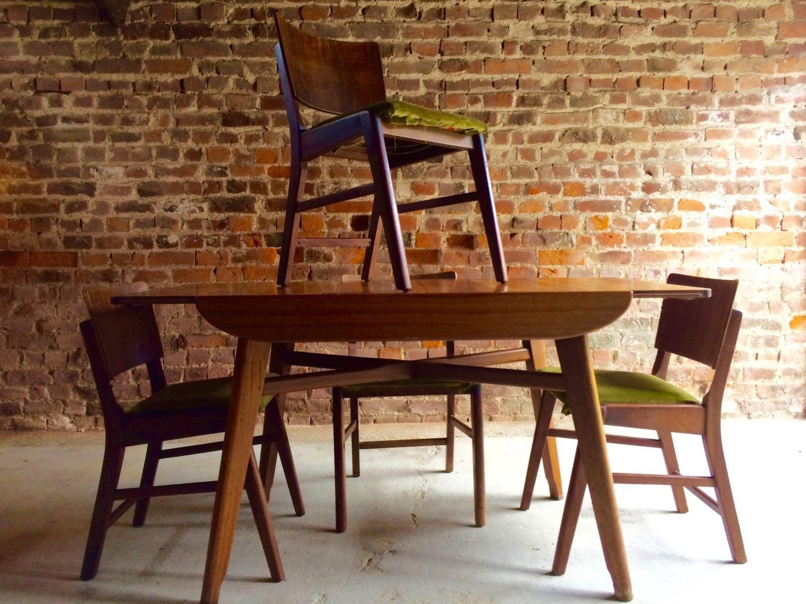 Ensemble de salle manger vintage en noyer danemark for Salle a manger 1950