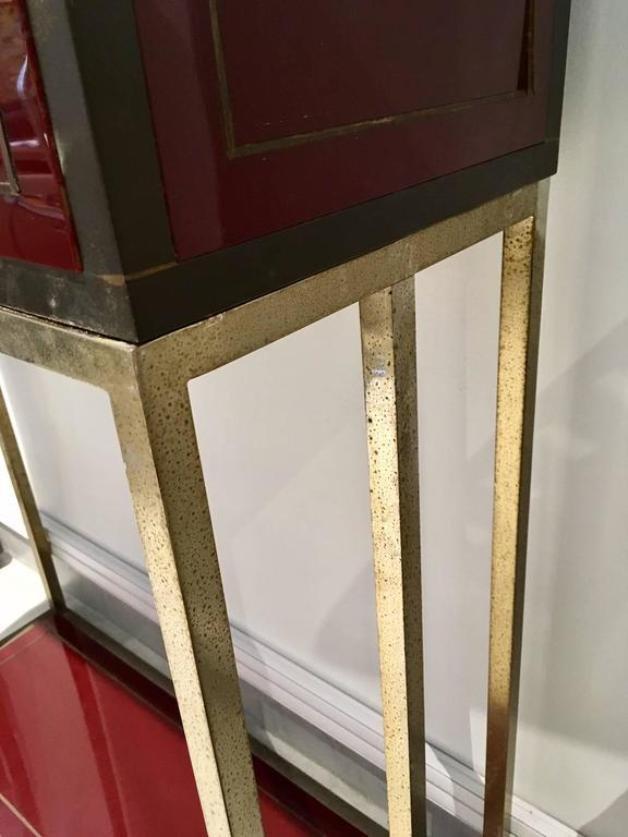 burgunderroter vintage schrank mit 16 f chern bei pamono. Black Bedroom Furniture Sets. Home Design Ideas
