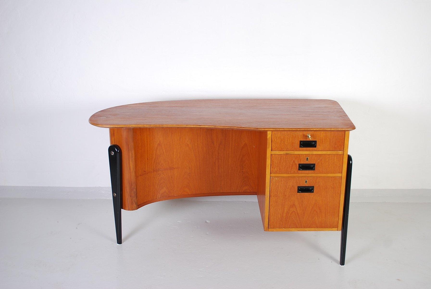 finnischer dreibeiniger mid century teak schreibtisch bei. Black Bedroom Furniture Sets. Home Design Ideas