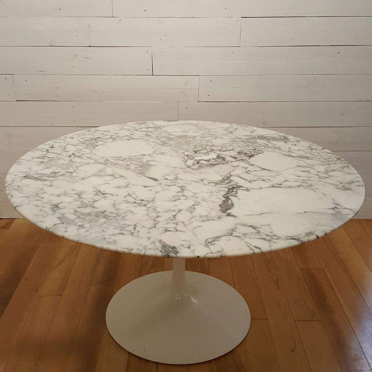 model 137 marble tulip table by eero saarinen for knoll. Black Bedroom Furniture Sets. Home Design Ideas