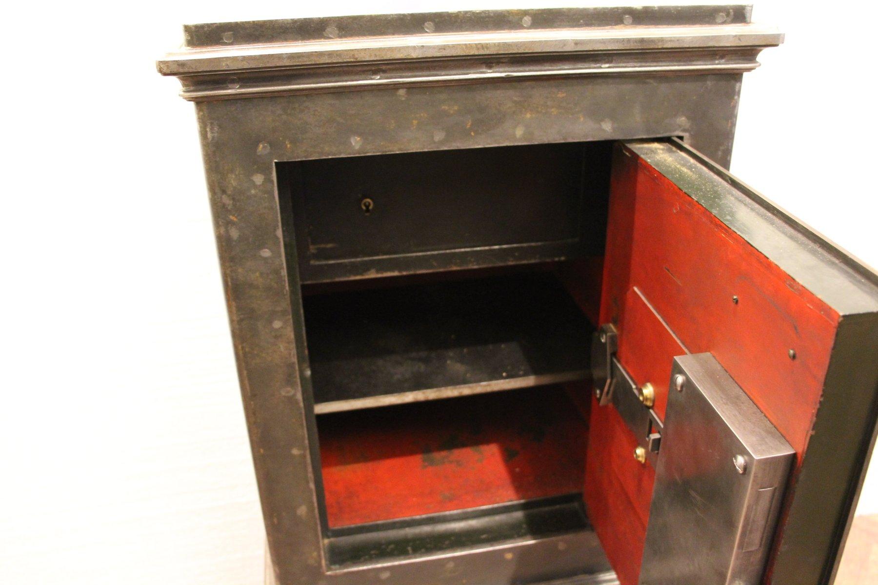 coffre fort noir en acier et en fer 1890s en vente sur pamono
