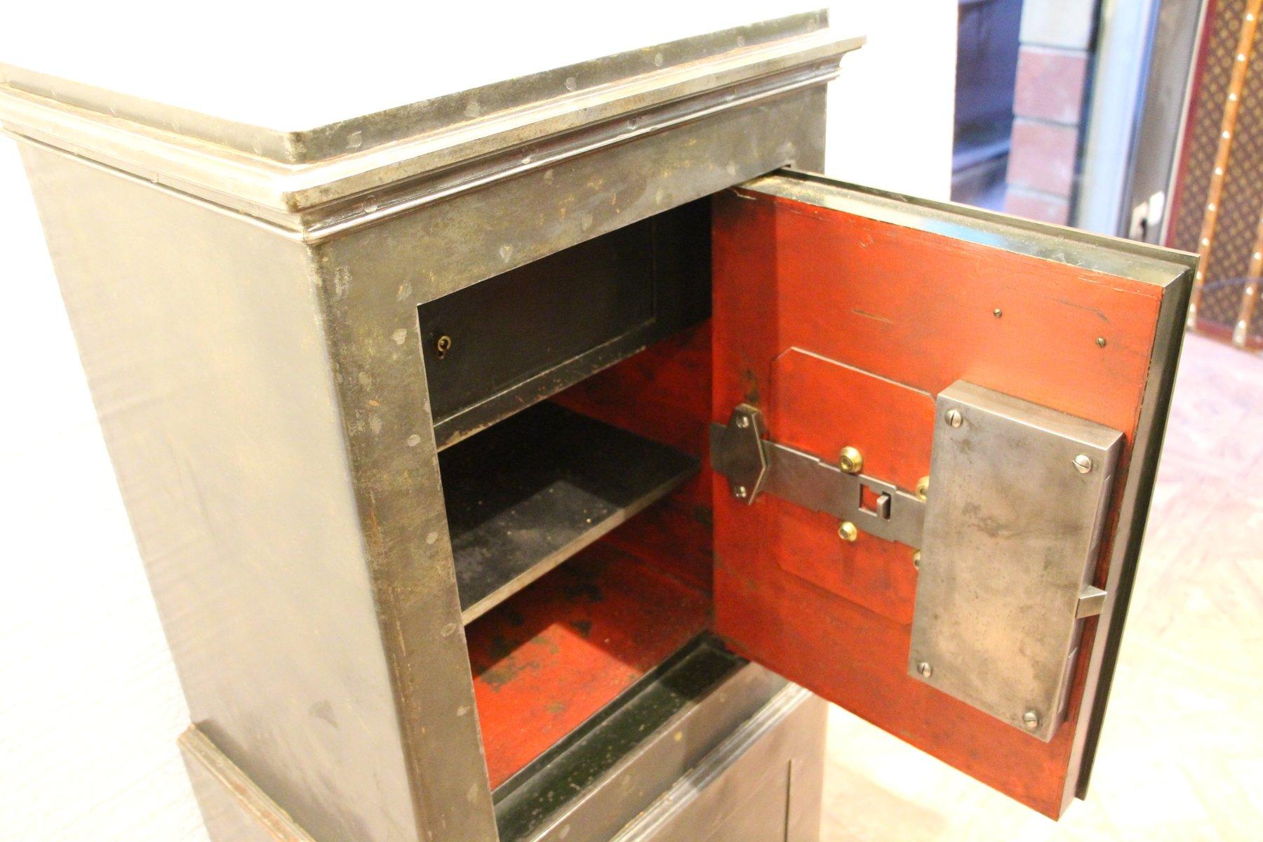 coffre fort noir en acier et en fer 1890s en vente sur pamono. Black Bedroom Furniture Sets. Home Design Ideas
