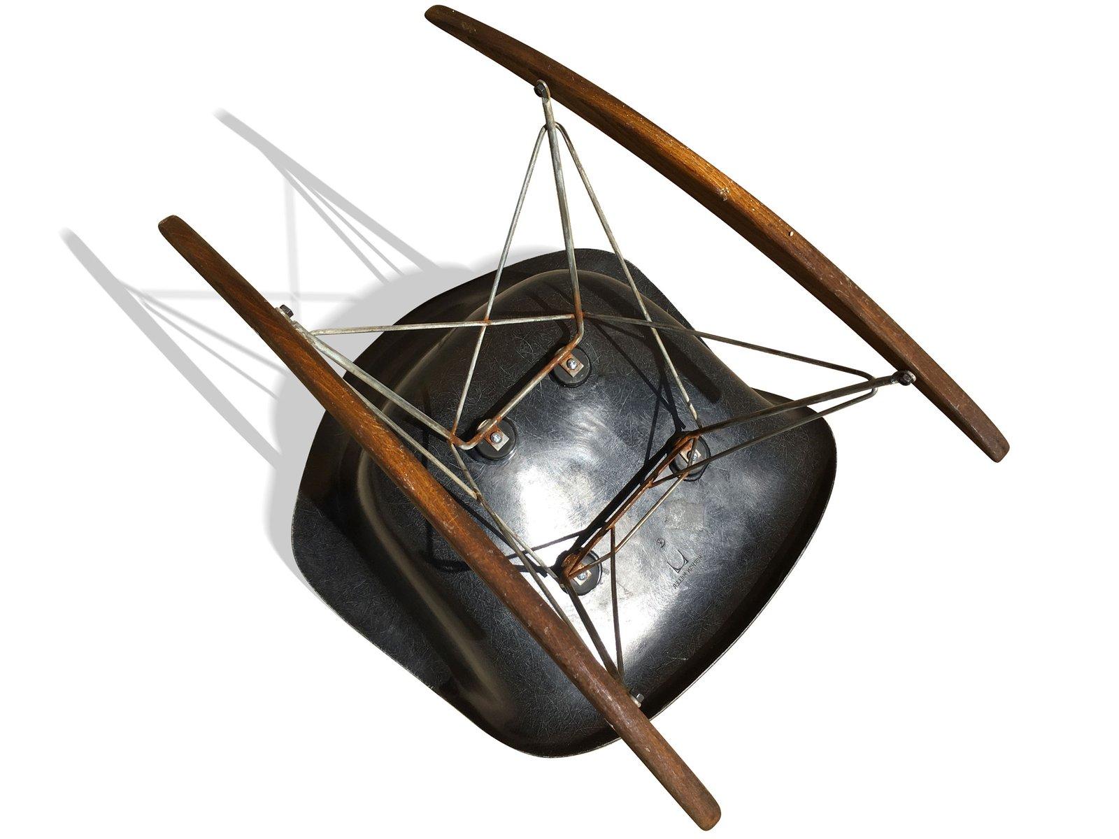 Fauteuil bascule rar par charles ray eames pour herman for Fauteuil bascule eames prix