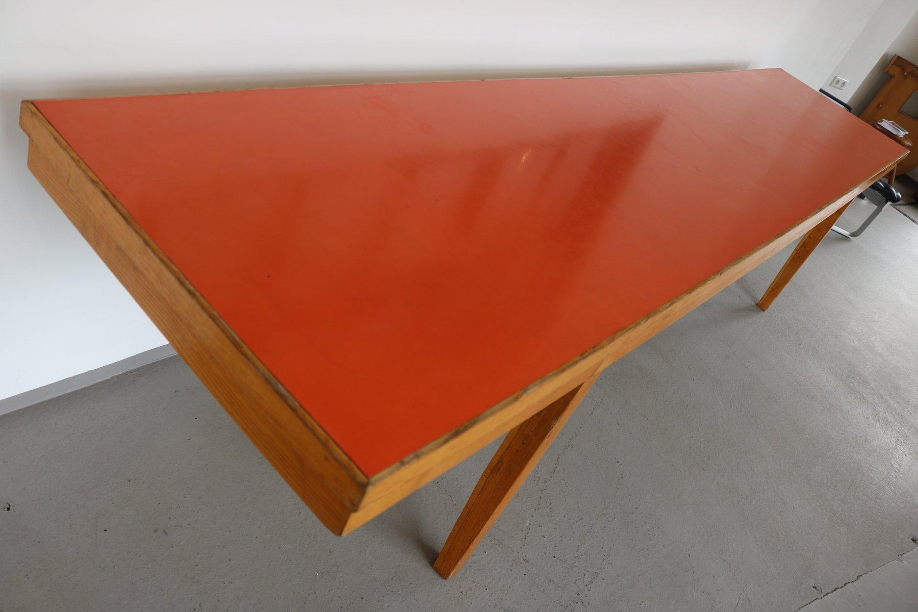vintage holztisch mit linoleum tischplatte in rot orange 1970er bei pamono kaufen. Black Bedroom Furniture Sets. Home Design Ideas