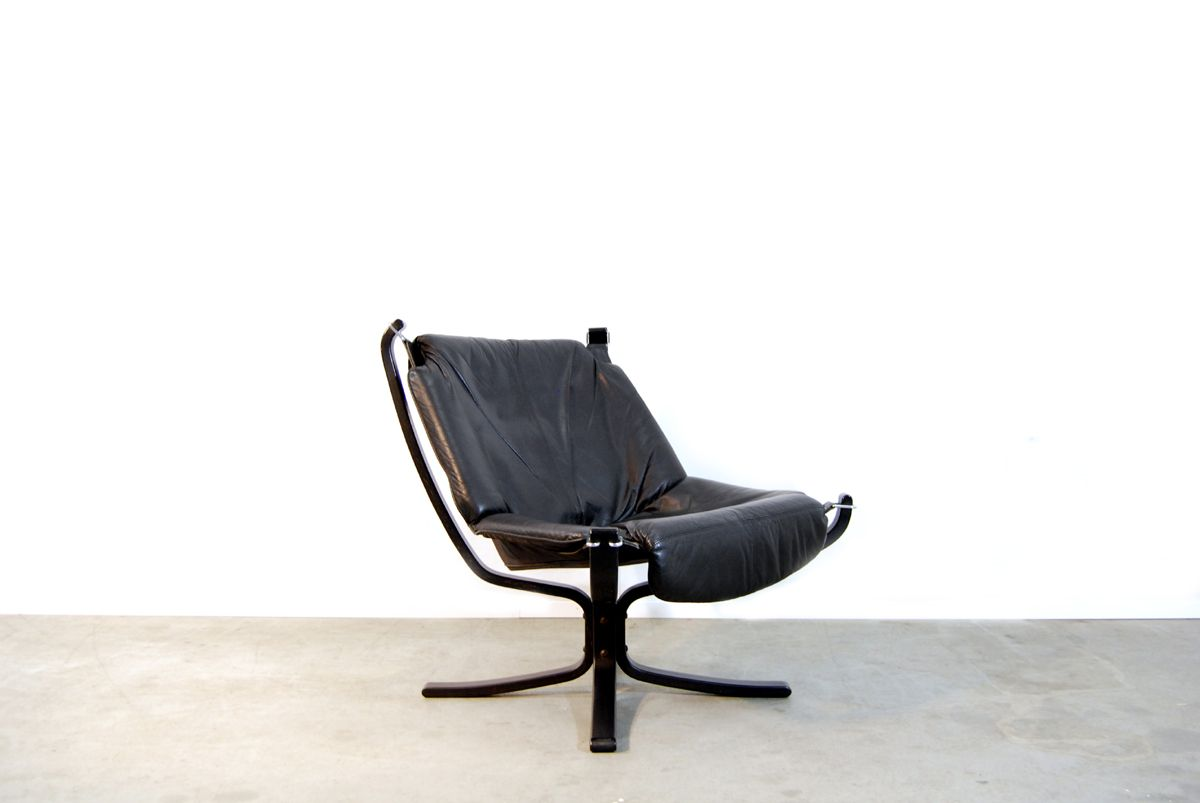 Black leather falcon chair foot stool by sigurd ressell for Black leather footstool