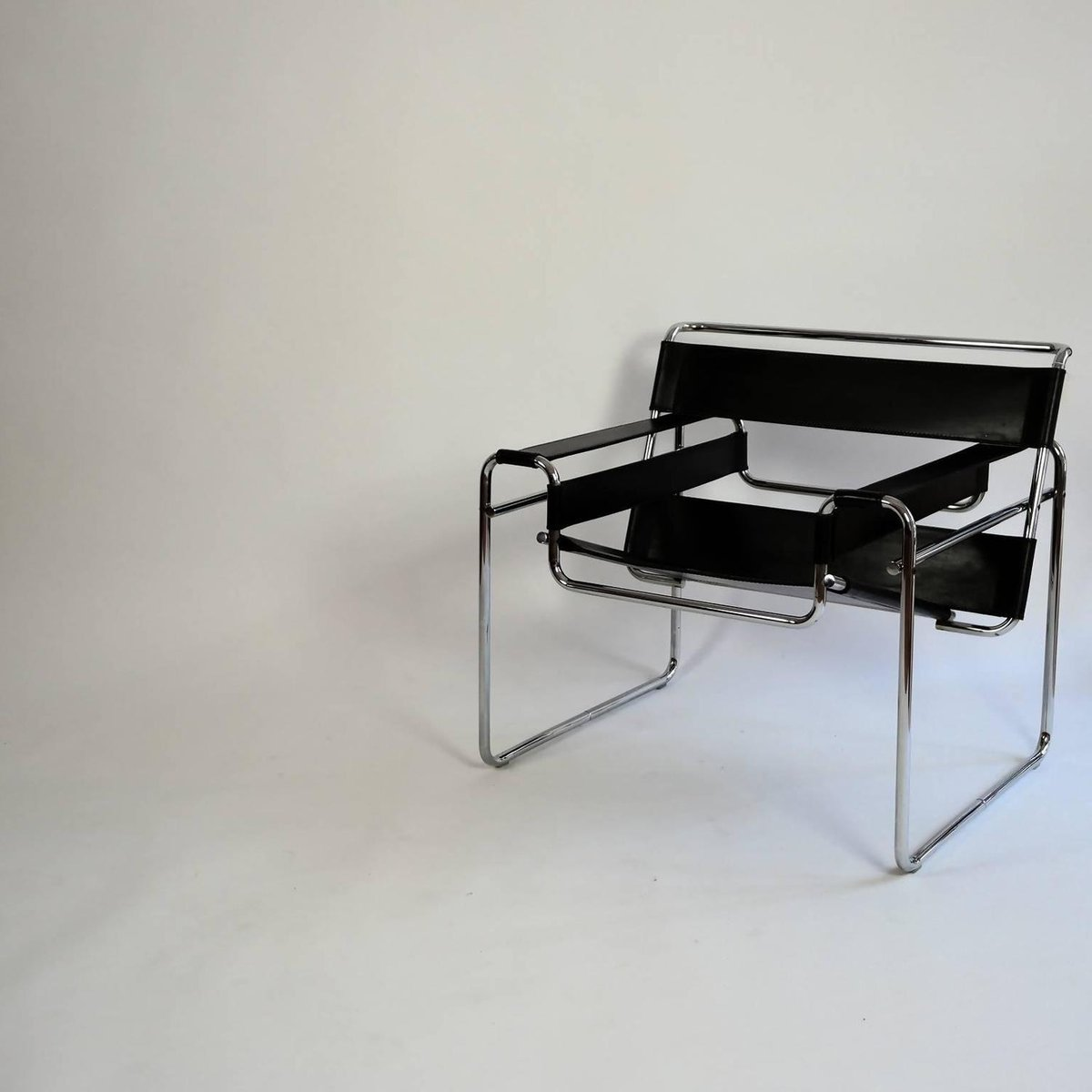 bauhaus wassily lounge chair by marcel breuer for sale at pamono. Black Bedroom Furniture Sets. Home Design Ideas