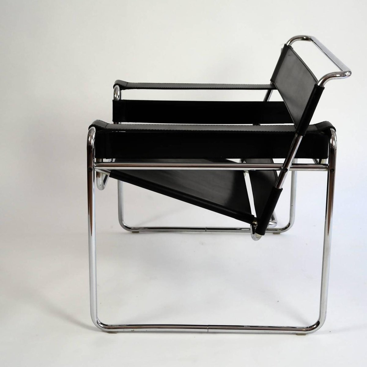 bauhaus wassily sessel von marcel breuer bei pamono kaufen. Black Bedroom Furniture Sets. Home Design Ideas