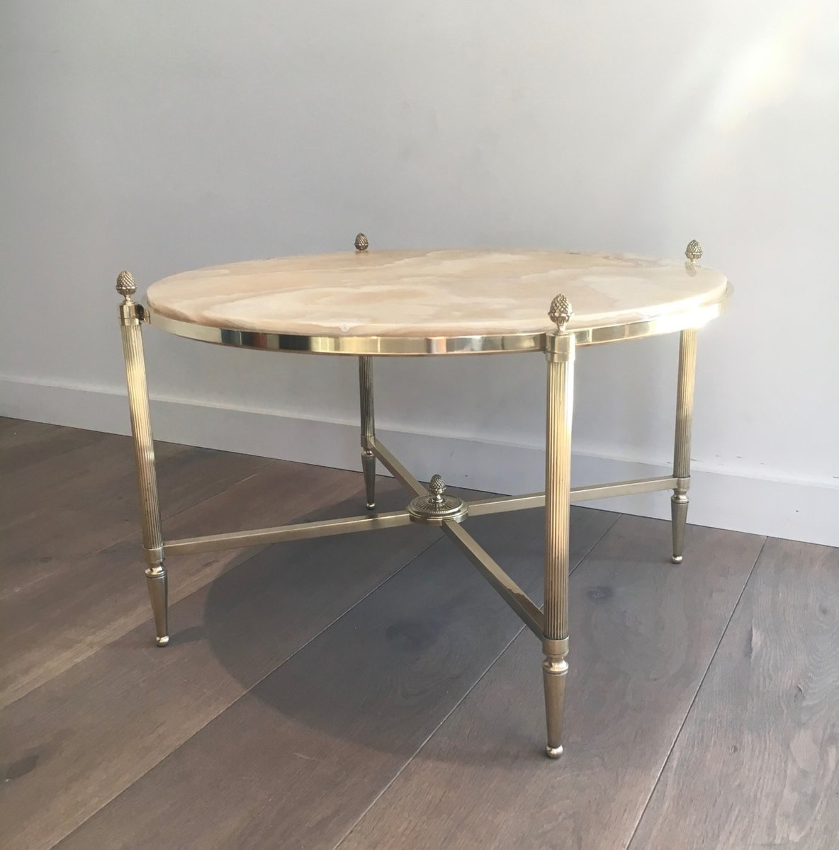 brass and marble round coffee table from maison bagu s. Black Bedroom Furniture Sets. Home Design Ideas