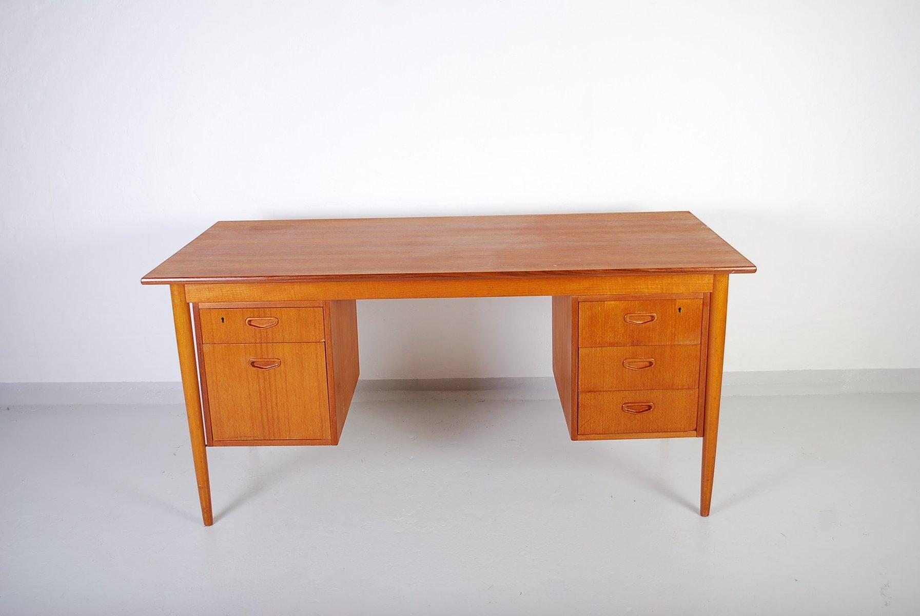 bureau mid century en teck avec cinq tiroirs su de en vente sur pamono. Black Bedroom Furniture Sets. Home Design Ideas