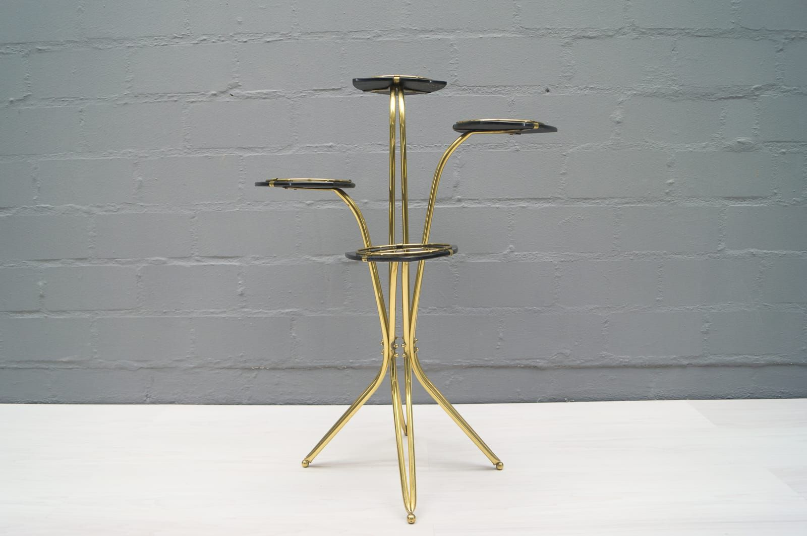 mid century italian brass and glass etagere for sale at pamono. Black Bedroom Furniture Sets. Home Design Ideas