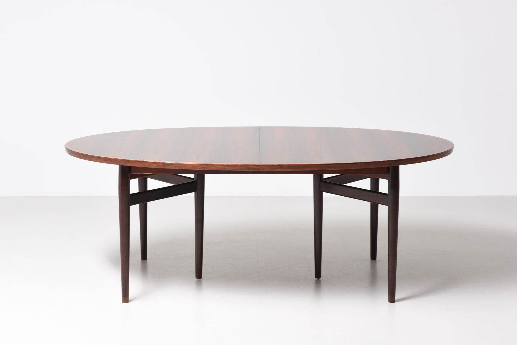 Table de salle manger 212 mid century ovale par arne for Salle a manger annee 1950