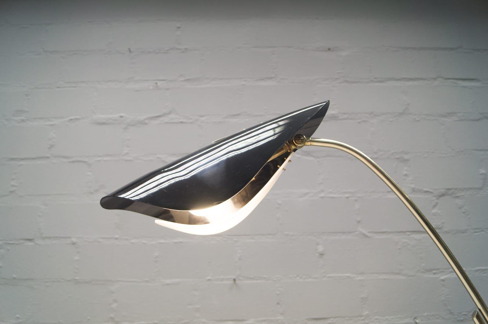 italienische vintage stehlampe mit zweifarbigen schirm bei pamono kaufen. Black Bedroom Furniture Sets. Home Design Ideas