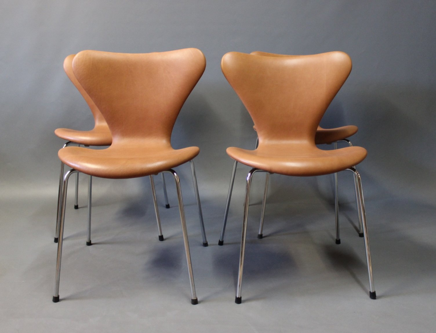 This arne jacobsen swan chair in cognac leather by fritz hansen is no - Cognac Leather Model Seven Chairs By Arne Jacobsen For Fritz Hansen 1967 Set Of 4