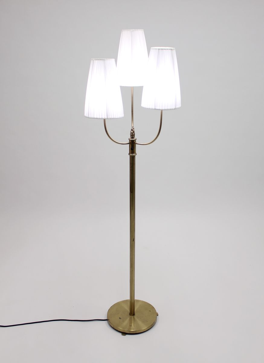 Vintage three light brass floor lamp 1940s for sale at pamono for 3 bulb brass floor lamp