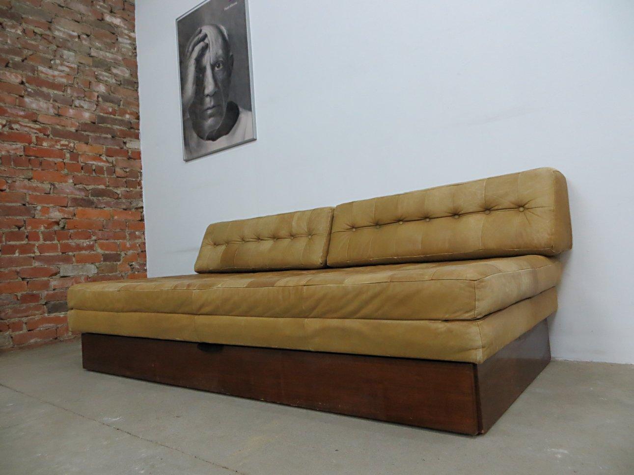 vintage leder schlafsofa bei pamono kaufen. Black Bedroom Furniture Sets. Home Design Ideas