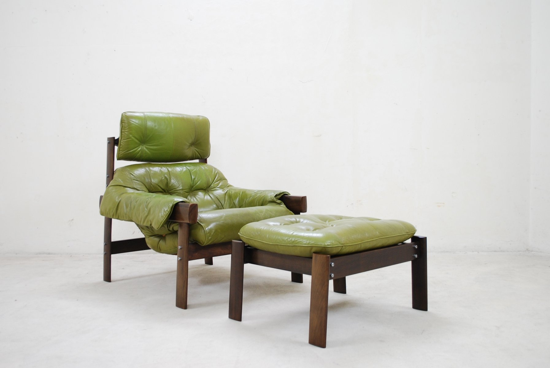 Model MP 041 Lime Green Leather Lounge Chair & Ottoman from