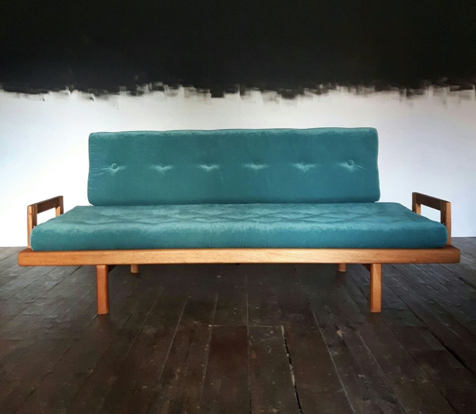 mid century sofa with petrolfarbenem samt bei pamono kaufen. Black Bedroom Furniture Sets. Home Design Ideas