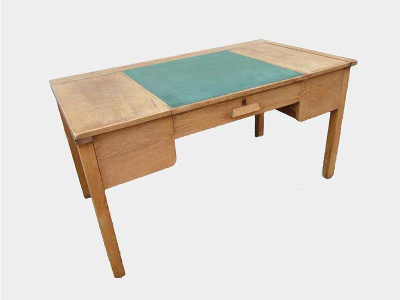 rustikaler industrieller vintage schreibtisch aus eiche. Black Bedroom Furniture Sets. Home Design Ideas